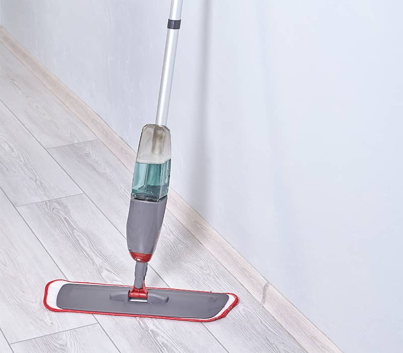 Rubbermaid Reveal Spray Mop on Laminate